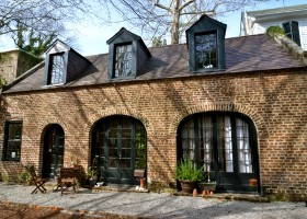 97.5 Rutledge Carriage House